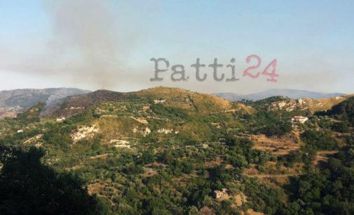 PATTI – Un incendio ha interessato nel pomeriggio di oggi il territorio nelle contrade Carasi e San Paolo