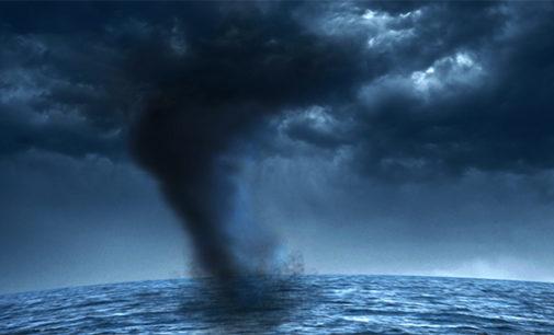 LIPARI – All'alba dopo una notte di pioggia si sono formate trombe marine al largo di Lipari
