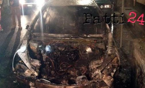 VENETICO – Data alle fiamme l'auto di un gestore di rimessaggio barche