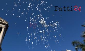 BARCELLONA P.G. – Oggi, tra tanti palloncini bianchi è volato al cielo un piccolo Angelo di soli 6 anni