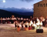 """RACCUJA – Il gruppo folklorico """"Piccoli Nebrodi – Angela Raffaele"""" si esibisce al Castello Branciforti"""