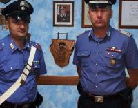 LONGI – All' alt dei Carabinieri, procede tuttavia in avanti per disfarsi della droga lanciandola dal finestrino, fermato 28enne