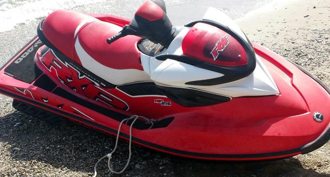 CAPO D'ORLANDO – Commettono furto in un ristorante e si danno alla fuga su una moto d'acqua rubata