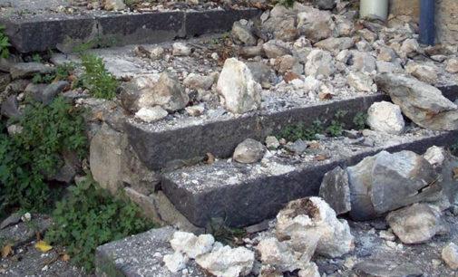 PATTI – Porta San Michele, crolla un pezzo dell'antico muro di cinta