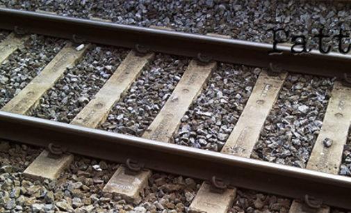 OLIVERI – Ragazzo cammina sui binari pensando al suicidio, macchinista arresta il treno