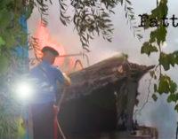 CAPO D'ORLANDO – Fiamme in un cantiere nautico, carbonizzate due barche