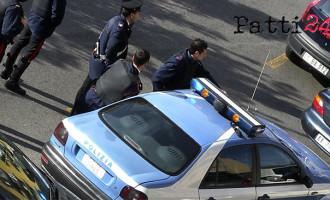 SANT'AGATA DI MILITELLO – La squadra interforze di polizia in occasione della fiera storica ha proceduto al sequestro di merci contraffatte e ad un arresto per percosse
