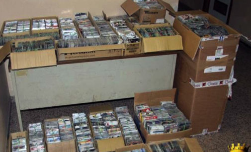 MESSINA – 18.000 cd e dvd contraffatti, scattano le manette per un commerciante