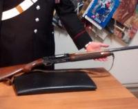 BROLO – 23enne sorpreso con fucile da caccia sottratto al nonno, arrestato