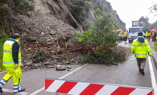 GIOIOSA MAREA – Chiusa per frane la SS113 a S. Giorgio e tra Zappardino e Gliaca (servizio di CanaleSicilia.it)