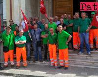 BARCELLONA P.G. – Igiene Ambientale. Allo sciopero hanno aderito i lavoratori del Comune di Gioiosa Marea, di Barcellona P.G. e Messinambiente