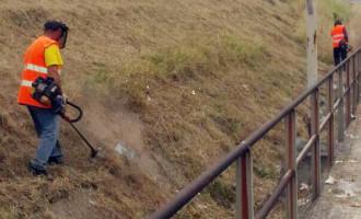 BARCELLONA P.G. – Avviata bonifica aree limitrofe alla stazione ferroviaria. Operai inviata direttamente da RFI