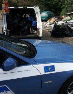 deposito_abusivo_rifiuti_polizia_stradale_multa_autotrasportatore_003