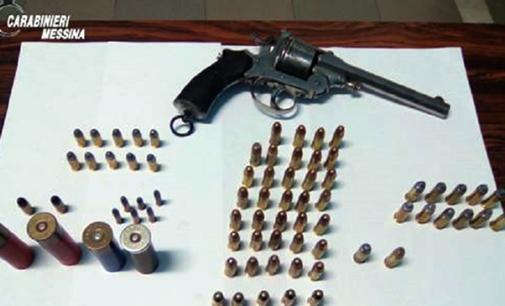 MESSINA – Rinvenuti sulla spiaggia una pistola a tamburo cal. 7,65 priva di matricola e munizioni
