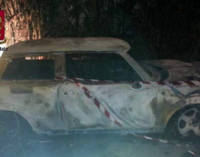 MESSINA – Un forte boato, poi le fiamme. Perseguita l'ex e incendia l'auto di un amico, arrestato 21enne.