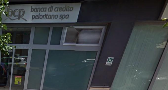 BARCELLONA P.G. – Rapinata stamani la filiale della Banca di Credito Peloritano in via Roma. ( di Placido Calvo)