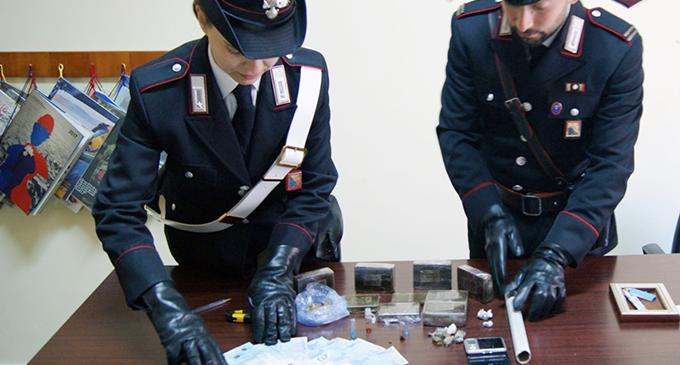 MESSINA – Un supermarket della droga nella propria abitazione. Arrestato 30enne trovato con oltre 2 kg di stupefacenti