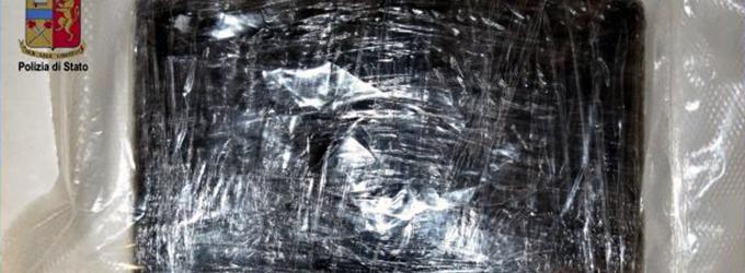 MESSINA – La Polizia sequestra 1073,68 grammi cocaina agli imbarcaderi. Arrestato 35enne