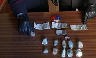MESSINA – Arrestato 43enne colto in flagranza. Aveva appena ceduto dosi di hashish a un 31enne