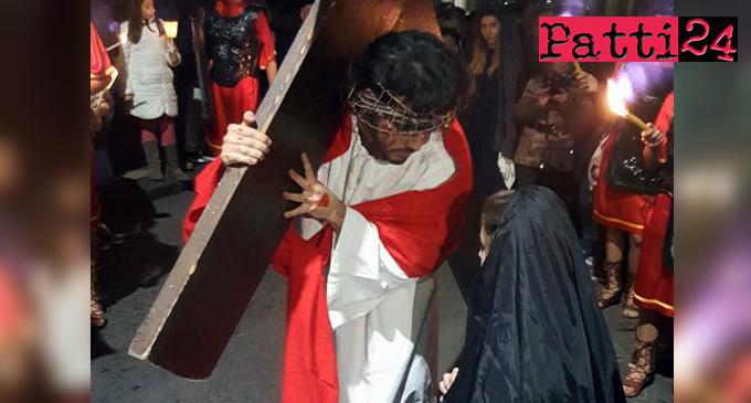 """PATTI – La Via Crucis Vivente dei giovani della Parrocchia """"San Nicolò di Bari"""""""