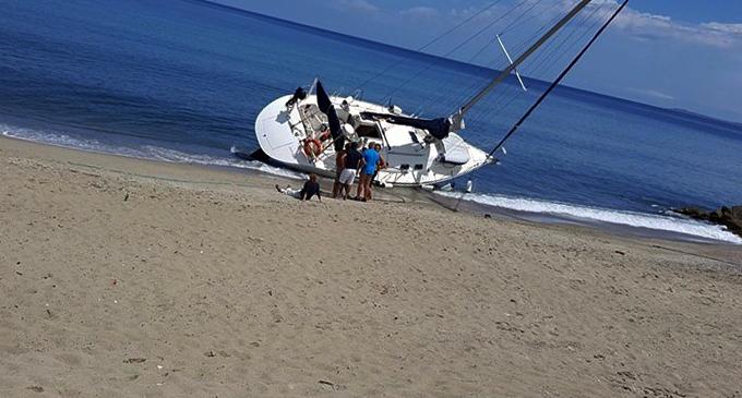 FALCONE – Maltempo. Imbarcazione si è spiaggiata sul litorale