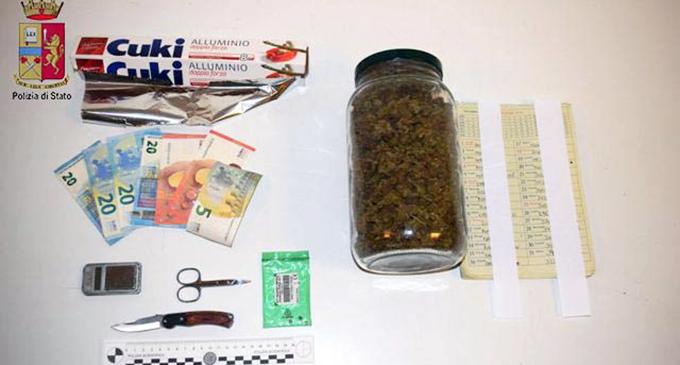 MESSINA – 326 grammi di marijuana nascosta nel cassone della serranda della camera da letto. Arrestato 33enne