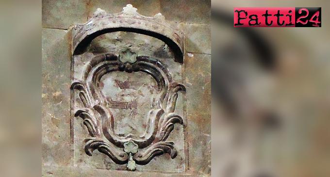 SAN PIERO PATTI – Stemma misterioso scoperto nella chiesa di Santa Maria. Appello per scoprirne la storia