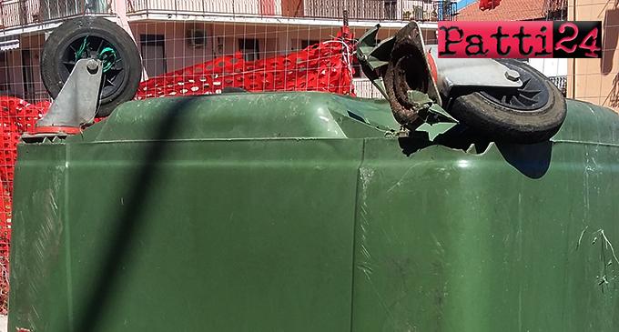 PATTI – Cassonetti per la raccolta dei rifiuti solidi urbani ridotti a catorcio e lasciati in bella mostra di sé