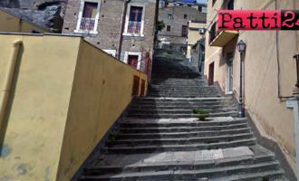 """PATTI – Difficile per gli anziani """"scalare"""" le scalinate del centro cittadino prive di qualsiasi tipo di appoggio"""