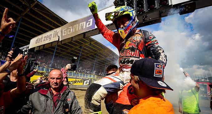 """PATTI – Mxgp di motocross. Tony Cairoli conquista il 9° titolo mondiale, un altro """"miracolo sportivo""""."""