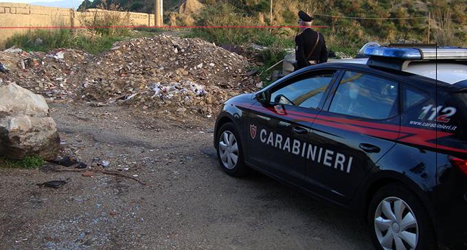 MESSINA – Sorpreso  dai Carabinieri mentre getta materiale di risulta con un furgone in zona Portella Arena  di Messina.