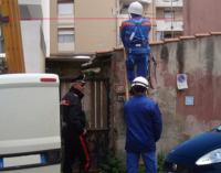 MESSINA – Nonostante sottoposto agli arresti domiciliari, realizza un allaccio abusivo alla corrente elettrica e viene arrestato