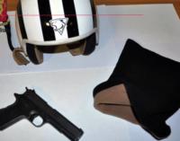MESSINA – Aveva cercato di rapinare quattro malcapitati a bordo di un motociclo con casco in testa ed una pistola a salve. Arrestato 43enne pluripregiudicato