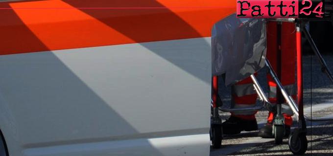 SANT'ANGELO DI BROLO – Fiat Panda finisce fuori strada precipitando in un burrone. La moglie 88enne è morta sul colpo, il marito  90enne trasportato in elisoccorso all'ospedale