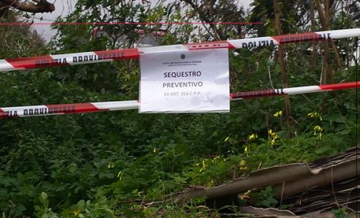 SAVOCA – Sequestro di discarica abusiva con materiali pericolosi nel greto del torrente Abramo