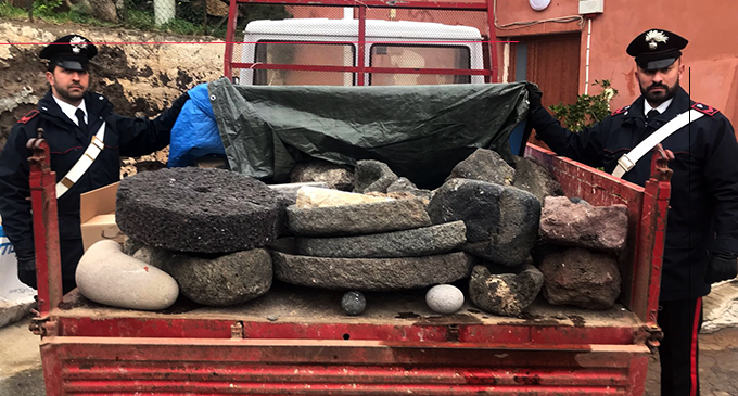 FILICUDI – Recuperati 35 reperti in pietra lavorata fra cui numerose macine, frantoi e fonti, ritenuti beni culturali è sottoposti a tutela. 6 denunciati