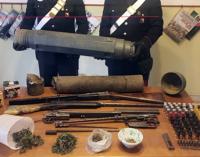 CARONIA – Trovato in possesso di 4 armi clandestine, cartucce per fucile, proiettili per pistola e marijuana. Arrestato 57enne