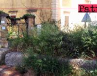 PATTI – Abbandono e incuria zona Palazzo Pisani a Marina di Patti. Spettacolo indecoroso
