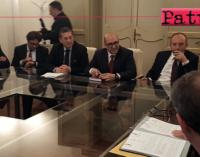 """SICILIA – Erosione spiagge, """"Contratto di Costa"""" tra il presidente Musumeci e i sindaci di 14 Comuni della fascia tirrenica. 34,5 milioni di euro per 80 km di costa"""