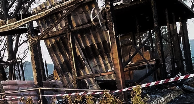 PIRAINO – Distrutto dalle fiamme ristorante nella pineta comunale