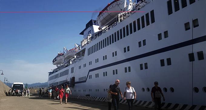 """MILAZZO – Mercoledì 24 arriva la nave da crociera """"Berlin"""". Parte dei crocieristi resteranno a Milazzo, un gruppetto andrà a Tindari"""