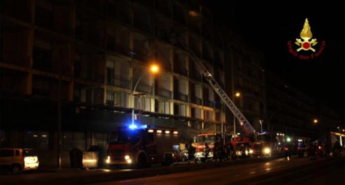 MESSINA – Incendio all'ex Hotel Riviera. Si temeva di trovare, profughi e immigrati