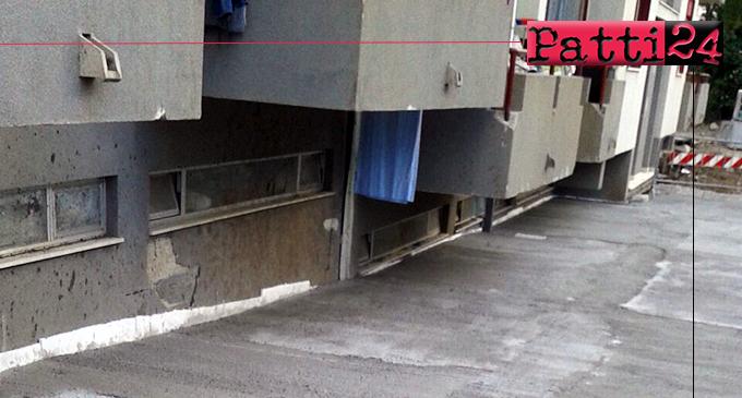 PATTI – Lavori di consolidamento e messa in sicurezza Case Popolari di via A. Moro. Modificato lo stato precedente dei luoghi, protestano i residenti