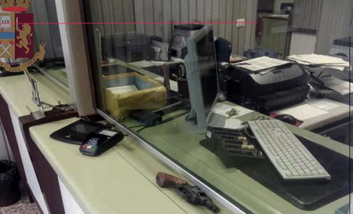 MESSINA – Fanno irruzione alle Poste armati di taglierino e pistola, asportano 12.170,00 euro e si danno alla fuga. Arrestati poco dopo