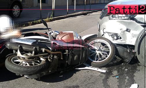 """PATTI – Scontro auto-scooter all'incrocio tra la via Randazzo e la via Fornace. Scooterista trasportato con l'ambulanza al """"Barone Romeo"""""""