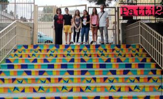 """PATTI – Alunni decorano la scala interna del cortile dell'istituto """"Vincenzo Bellini"""". Un prezioso segno del loro passaggio"""