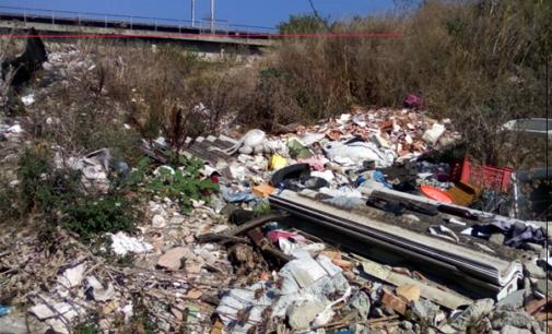 MILAZZO – Discarica di materiale pericoloso sul torrente Mela. Area sequestrata