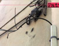 PATTI – I fili degli impianti dell'illuminazione pubblica sui muri delle abitazioni private andavano eliminati.