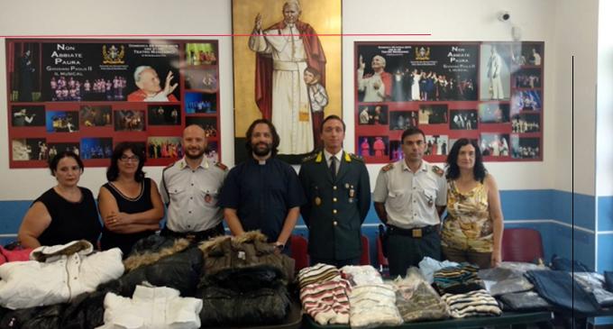 BARCELLONA P.G. – Finanzieri donano alla Caritas numerosi capi di abbigliamento precedentemente sequestrati