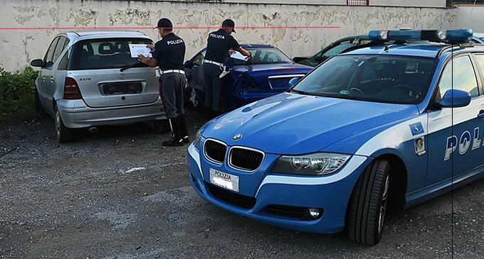 BARCELLONA P.G. – Scoperto centro abusivo di rottamazione auto. 3 denunce, 11 autovetture sequestrate.